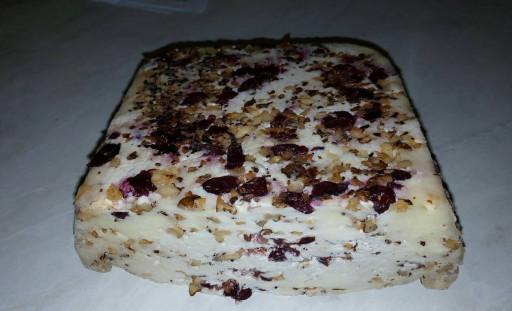 Polutvrdi kozji sir sa orasima i brusnicom - Afrodizijak
